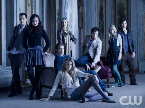 Gossip Girl  Pictured: (Back Row) Penn Badgley as Dan, Kelly Rutherford as Lily, Ed Westwick as Chuck, Taylor Momsen as Jenny, Matthew Settle as Rufus. (Middle Row) Leighton Meester as Blair, Chace Crawford as Nate. (Front Row) Blake Lively as Serena.  Photo Credit: Timothy White / The CW   2007 The CW Network, LLC. All Rights Reserved.