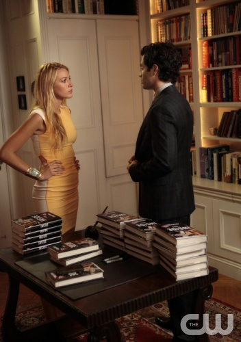 &quot;Memoirs of An Invisible Dan&quot; GOSSIP GIRL Pictured (L-R) Blake Lively as Serena Van Der Woodsen and  Penn Badgley as Dan Humphrey PHOTO CREDIT: GIOVANNI RUFINO/THE CW &copy;2011 THE CW NETWORK. ALL RIGHTS RESERVED.