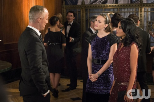 GOSSIP GIRL-- Revengers -- image GO609A_0336 Pictured (L-R): John Burke as Bart Bass, Leighton Meester as Blair Waldorf and  Hina Abdullah as Iman -- Photo: David Geisbrecht/The CW -- &copy; 2012 The CW Network. All Rights Reserved.