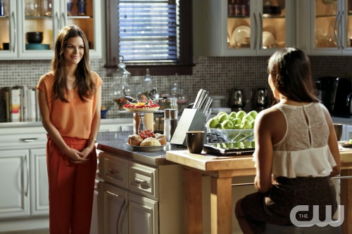 Hart of Dixie -- &quot;Sparks Fly&quot; -- Pictured (L-R): Rachel Bilson as Dr. Zoe Hart and Golden Brooks as Ruby -- Image Number: HA209b_0293b.jpg -- Photo: Greg Gayne/The CW -- &copy; 2012 The CW Network, LLC. All rights reserved.