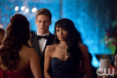 "The Vampire Diaries -- ""Pictures of You"" -- Pictured (L-R): Nina Dobrev as Elena (back to camera), Zach Roerig as Matt, and Kat Graham as Bonnie -- Image Number: VD419b_0051.jpg Photo: Annette Brown/The CW -- © 2013 The CW Network, LLC. All rights reserved."