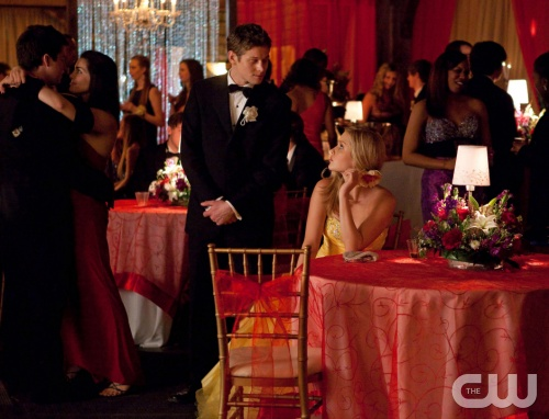 "The Vampire Diaries -- ""Pictures of You"" -- Pictured (L-R): Zach Roerig as Matt and Claire Holt as Rebekah -- Image Number: VD419a_0052.jpg Photo: Annette Brown/The CW -- © 2013 The CW Network, LLC. All rights reserved."